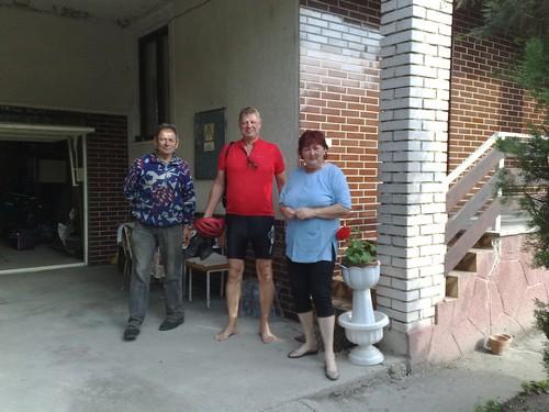 Jan sammen med værtsparet i den private indkvartering her i slovakiet